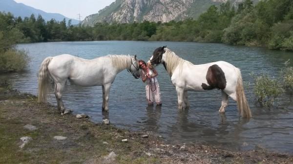 Princesse et Tindrock dans l'eau